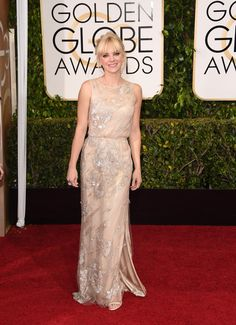Its a simple look but her hair and the dress together is just enough... Anna Faris | All The Looks On The 2015 Golden Globes Red Carpet