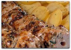 Κοντοσούβλι με πατατούλες στη λαδόκολα. Μια υπέροχη συνταγή με μαριναρισμένο κοντοσούβλι με 3 κρέατα για απίστευτη γεύση, με μελωμένες πατατούλες με τη γεύ Greek Recipes, Pork Recipes, Cooking Recipes, Healthy Recipes, Pork Dishes, Tasty Dishes, Food Network Recipes, Food Processor Recipes, Greek Cooking