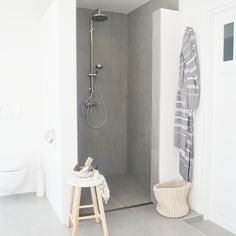Hoekje van de badkamer met nieuw hammamschaaltje van @letoileconceptstore #bathroom #sissyboyhomeland #lush