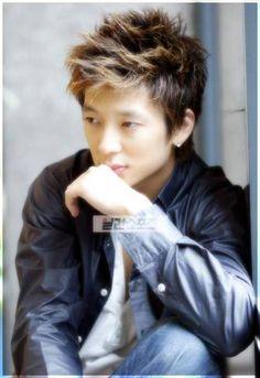 http://asianfanatics.net/gallery/archived/Korean_Male/Hwang_Young_Min/normal_Tim_046.jpg