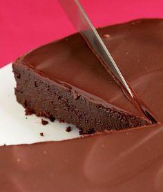 Flourless Chocolate Cake with Chocolate Glaze - This looks like perfection!