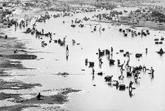 Magnum Photos Photographer Portfolio  Henri Cartier-Bresson INDIA. Gujarat. Ahmedabad. 1966.