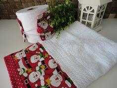 *** KIT LAVABO NATAL PAPAI NOEL ***    Lindo kit de lavabo contendo:    1 toalha de rosto branca com barra de tecido com estampa de Papai Noel e poá vermelho com dourado;  1 porta papel higiênico com a mesma estampa. Dupla face.    Para deixar seu lavado no clima de natal!    Gostou? Quer um para chamar de seu ou presentear alguém especial? Clica aí no botão abaixo! R$ 40,00