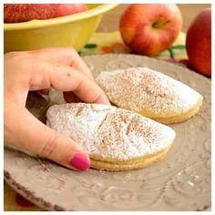 ΑΡΩΜΑΤΙΚΑ ΜΗΛΟΠΙΤΑΚΙΑ - paxxi Mini Apple Pies, Sweet Recipes, Sweets, Bread, Breakfast, Ethnic Recipes, Food, Cakes, Morning Coffee