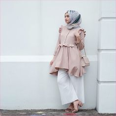 Casual Outfit Hijab Shirt for Fat Women Ala Selebgram 2018 sling bags top . Casual Outfit Hijab Clothes for Hijab Casual, Hijab Chic, Casual Outfits, Hijab Outfit, Abaya Fashion, Muslim Fashion, Modest Fashion, Trendy Fashion, Trendy Style