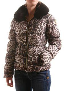 Nickelson Fashion Beauty, Bomber Jacket, Leather Jacket, Jackets, Fashion Trends, Fashion Styles, Studded Leather Jacket, Down Jackets, Leather Jackets