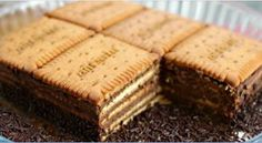 Household Cake packets of Petit-Beurre pill of darkish chocolate Nestlé Dessert eggs -Four tablespoons instantaneous espresso Desserts With Biscuits, Köstliche Desserts, Delicious Desserts, Yummy Food, Sweet Recipes, Cake Recipes, Dessert Recipes, Food Cakes, No Cook Meals
