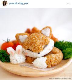 Kawaii Sleeping Fox & Rabbit Rice Balls that's Lovely. Bento Recipes, Cooking Recipes, Bento Ideas, Cooking Tips, Japanese Food Art, Japanese Candy, Japanese Bento Box, Weight Watcher Desserts, Good Food