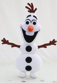 Olaf confeccionada em feltro, com 27 cm.  Fica em pé sozinha, não precisa de suporte    Ideal para decoração de festa de aniversario, ou presente de aniversario.    Obrigada por escolher a Saron Atelier.