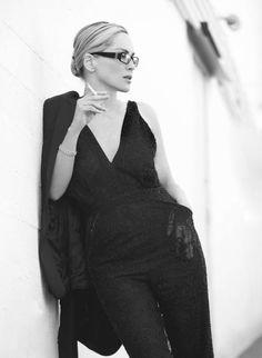 ru_glamour: Sharon Stone for Amica Smoking Ladies, Girl Smoking, People Smoking, Hollywood, Sharon Stone Photos, Glamour, Looks Cool, Mode Style, Covergirl