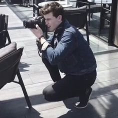 Image uploaded by Find images and videos about boy, camera and shawn mendes on We Heart It - the app to get lost in what you love. Cameron Dallas, Violetta Live, Foto Gif, Camila Morrone, Mendes Army, Great Photographers, Beautiful Boys, Pretty Boys, Future Husband