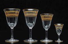 """Serviço de copos em cristal """"Baccarat"""" com bojos no formato de tulipas ornamentados por frisos a ouro e pequenas gotas em esmaltes colorido. Constando de: 14 copos p/ água, 14 copos p/ vinho tinto, 13 copos p/ vinho branco, 9 taças p/ """"champagne"""" e 11 copos p/ licor. Total de 61 peças. Vendido R$12.000,00. Dez15. Dagmar saboya"""