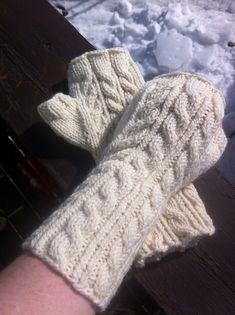 Ravelry: Bittas Mittens and Vistes Wristwarmers pattern by Bitta Mikkelborg Fingerless Mittens, Arm Warmers, Ravelry, Knitting, Crochet, Pattern, Fiber, Christmas, Design