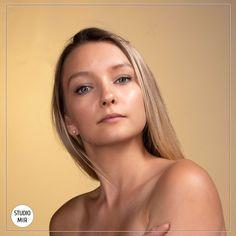 le style Skin est l'un des 30 styles que nous vous proposons au studio Mir ! Venez vous redécouvrir lors d'une séance photo en studio dans le Val de Marne   #photographe #photofondclair