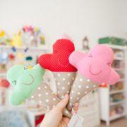 Rassel - Eis 100% von Hand genäht - DIE BUNTIQUE Hello Kitty, Dinosaur Stuffed Animal, Hand Sewn, Ice, Threading, Handarbeit