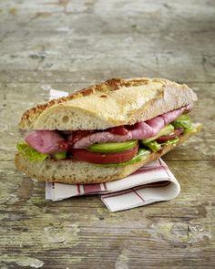 Unser beliebtes Rezept für Avocado-Roastbeef-Baguette und mehr als 55.000 weitere kostenlose Rezepte auf LECKER.de.