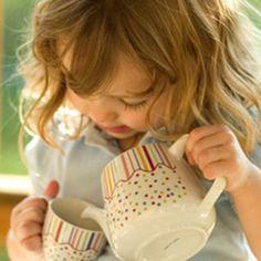 Existen muchos tipos de infusiones para niños: infusiones digestivas, infusiones relajantes, infusiones para gases y muchos más. Descúbrelas en Charhadas.com.