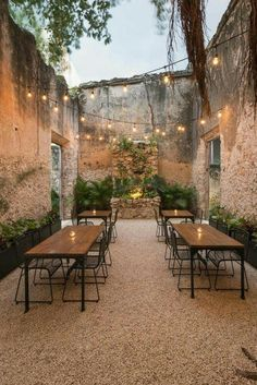 Reforma Casa Colonial na Rua Pim Schalkwijk Patio Interior, Cafe Interior Design, Cafe Design, House Design, Room Interior, Diy Design, Design Ideas, Urban Design, Outdoor Dining