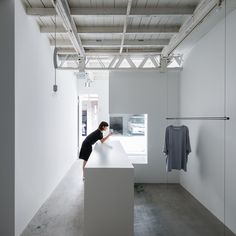 Designer Reiichi Ikeda inserted boxy partitions that follow the pattern of existing ceiling trusses into this clothing boutique.