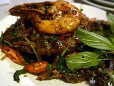 3 hungry tummies: Thai Basil And Black Pepper Prawns 黑椒九層塔蝦 Prawn Recipes, Basil Recipes, Thai Recipes, Seafood Recipes, Dinner Recipes, Cooking Recipes, Spicy Dishes, Thai Dishes, Dinner Dishes