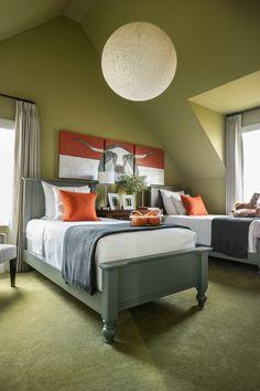 Jugendzimmer Mit Dachschräge Wandfarbe Olive Auslegware Blaugrau Moebel  Jungen