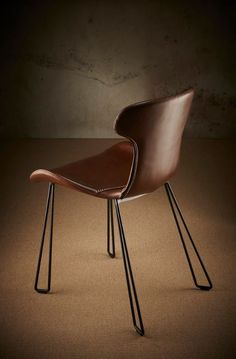 The distinctive Yonkers chair features an organic waisted design with baseball stitching detail. This premium chair is crafted with top-grade European waxed leather and has a unique key-line leg design in solid steel tubing. Unique Key, Dining Chairs, Dining Room, Folding Chairs, Upholstered Chairs, Leather Craft, Stitching, Organic, Baseball