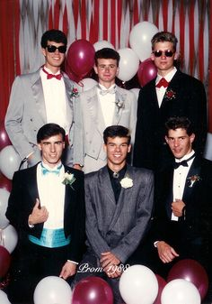These Prom Throwback Pictures Are Out Of Control pics) 90s Prom, Prom For Guys, Prom Tux, Throwback Pictures, Vintage Magazine, 80s Theme, The Wedding Singer, Prom Photos, Prom Pictures