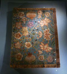 아름다운 궁중자수-국립고궁박물관 : 네이버 블로그 Ethnic Patterns, Korean Art, Korean Traditional, Hand Embroidery, Korean Fashion, Folk Art, Needlework, Oriental, Textiles