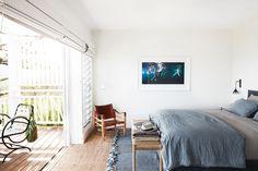 Created by architect Walter Barda and interior designer Justine Hugh-Jones, this newly built beach house in Sydney's Bilgola celebrates coastal living sans beachy clichés. Coastal Cottage, Coastal Homes, Coastal Living, Coastal Decor, Coastal Style, Tv Decor, Home Decor, Decor Ideas, Wall Decor