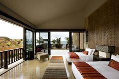 Now through March 31, Banyan Tree Mayakoba is offering 30-percent off with a special, enticing package.