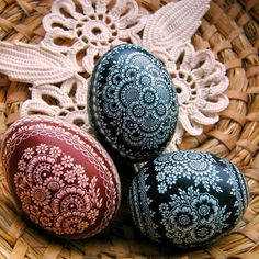 Alla i bajtel: Opolska kroszonka moimi oczami. Easter Egg Crafts, Easter Eggs, Egg Art, Knit Crochet, Decorative Plates, Polish, Knitting, Image, Slipper