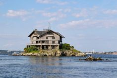1905 Clingstone mansion sits on a tiny island in Narragansett Bay, Newport, Rhode Island | New England Living