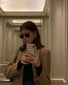 Kaia Gerber in the Middlebury Coat. Looks Chic, Looks Style, My Style, Oktoberfest Outfit, Aesthetic Girl, Aesthetic Clothes, Mode Outfits, Fashion Outfits, Fashion Trends