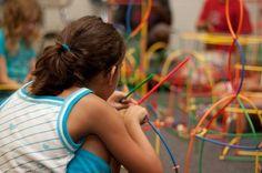 Kinder können Ereignisse zeitlich und räumlich erst im Grundschulalter richtig einordnen  http://www.cleankids.de/2013/11/05/kinder-koennen-ereignisse-zeitlich-und-raeumlich-erst-im-grundschulalter-richtig-einordnen/42216  Bild: Pixabay - Lizenz: Public Domain