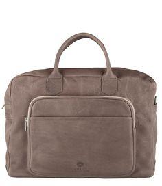 De Working Bag Topzipper van Shabbies Amsterdam is de perfecte kantoortas. De tas is vervaardigd van de prachtige leersoort natur grasso. (€299,95)