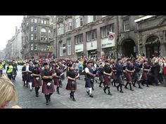 The Massed Pipes and Drums on the Royal Mile in Edinburgh - YouTube
