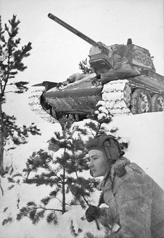 The defense of Stalingrad, An T-34 1942 pushes forward carefully with a help of the other tank crew.
