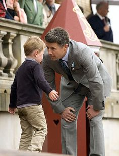 Prince Christian of Denmark throwing a fit at a parade to celebrate his grandfather's birthday Crown Princess Mary, Princess Charlotte, Swedish Royals, British Royals, Prince Christian Of Denmark, Denmark Royal Family, Prince Frederik Of Denmark, Prince Frederick, Danish Royalty