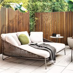 #AstonCord outdoor loveseat is an enticing, generously-sized island that invites you to a truly relaxing experience.  Visit #MinottiJakarta at Kemang Raya 79 for more collection from @minotti_spa.