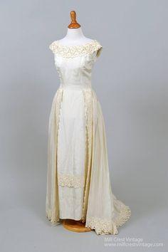 6 Beautiful Wedding Dress Trends in 2020 Bridal Skirts, Bridal Gowns, Wedding Gowns, Gold Wedding, Floral Wedding, Traditional Gowns, Traditional Wedding, Types Of Gowns, Wedding Dress Trends