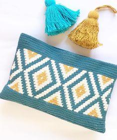"Marta Rodriguez on Instagram: "". . Geométricos 🔶🔷🔶. . Happy Sunday my friends ! 💛💙💛 . #clubtapestry #tapestrycrochet #crochetclutch #wayuustile #wayuuclutch"" Tapestry Crochet Patterns, Crochet Quilt, Crochet Home, Knit Crochet, Crochet Wallet, Crochet Bookmarks, Crochet Handbags, Crochet Purses, Crochet Bags"