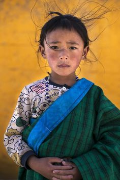 Photo taken during a traditional tibetan horse festival in a remote village at almost 4000 meters above sea level, where the weather is constantly changing, while i was taking the photo a strong wind started to blow and this is the result. Kids Around The World, We Are The World, People Around The World, Portrait Photo, Portrait Art, Amazing Photography, Art Photography, Shot Photo, Portraits