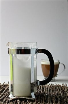 Learn 5 Ingenious ways for how to use a French press with step-by-step photos. You can do so much more than just make coffee! Coffee Tasting, Coffee Drinks, Tea Drinks, Sante Bio, Nitro Coffee, Espresso Coffee, Coffee Coffee, Coffee Bags, Coffee Maker