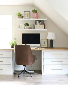 biuro w domu ikea & biuro w domu ; biuro w domu ikea ; biuro w domu na poddaszu ; biuro w domu loft ; biuro w domu glamur ; biuro w domu vintage ; biuro w domu drewno ; biuro w domu diy Guest Room Office, Home Office Space, Home Office Desks, Office Decor, Office Ideas, Desk Ideas, Bedroom Office Combo, Office Chairs, Attic Office
