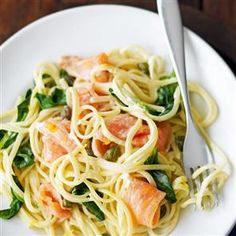 Delicious and healthy, this Creamy Salmon Linguine is a tasty way to get those bone-healthy vitamins and minerals into your diet! #osteoporosis