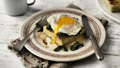 Potato gratin, fried egg and spinach |      This 10-minutes-to-table brunch gives leftover potato gratin a tasty new lease of life. Use any type of gratin you have in the fridge.