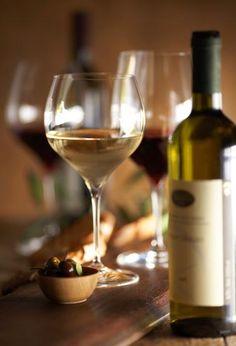 Wine and Beer Art Du Vin, Beer Photos, Wine Vineyards, Buy Beer, Wine Photography, Vides, Wine Art, Types Of Wine, Wine Cheese