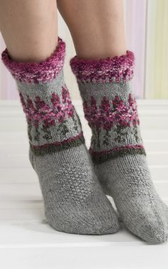 pretty socks (although I have a hard enough time reading patterns in English--Finnish is beyond me!)