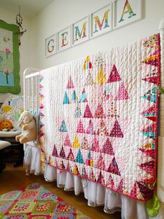 Gemma's Colorful Quilted Abode with the DaVinci Jenny Lind <3 love the wall art!