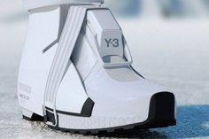The Y-A FUYU HIGH is a collision of two distinct clothing brands: and ACRONYM. This far-out footwear design is a twist on the winter boot Futuristic Shoes, Futuristic Outfits, Moda Cyberpunk, Cyberpunk Fashion, Look Fashion, Fashion Shoes, Mens Fashion, Fashion Design, Maquillage Phosphorescent